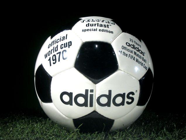 サッカーW杯公式ボールテルスター